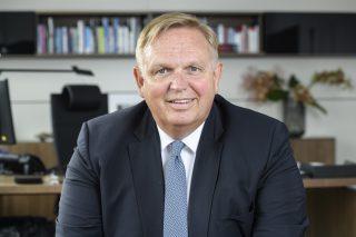 Georg Stecker adalah seorang pengacara dan pernah menjadi juru bicara dewan untuk organisasi payung Die Deutsche Automatenwirtschaft e.  V. (DAW) berbasis di Berlin.