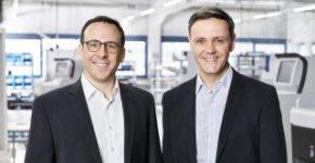 Dominik Seel dan Harald Heinz (r.) Membentuk manajemen Sistem Kas HESS.